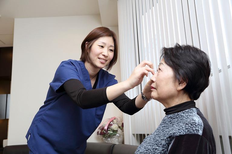 点眼薬やレーザーで眼球内の水分を調整します